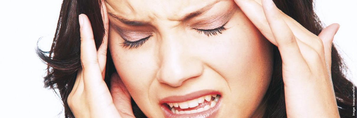 Hoofdpijnmassage bij gespannen nek en schoudersHoofdpijnmassage bij gespannen nek en schouders